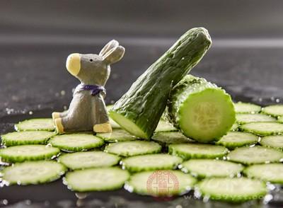 黄瓜以清香多汁而著称,含相当多的蛋白质及钾盐等
