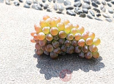 有助于消化,适当多吃些葡萄,能健脾和胃