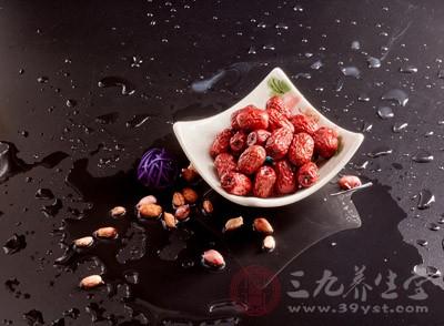 红枣生吃好还是熟吃好 常吃红枣的好处有哪些