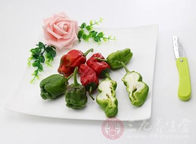 """以辣椒为主要原料,配以大蒜、山楂的提取物及维生素 E,制成""""保健品"""""""