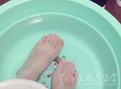 月经期间可以泡脚吗 经期泡脚竟有这些好处