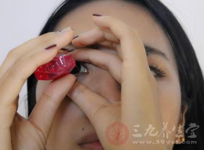 结膜炎用什么眼药水 结膜炎有哪些症状