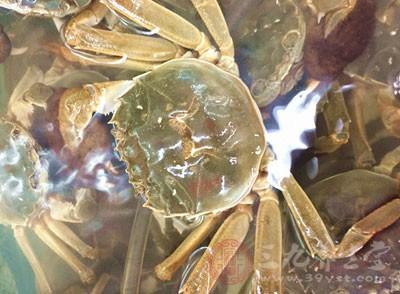 螃蟹、甲鱼:其性寒凉,有活血祛瘀之功,故对孕妇不利,尤其是脚的部位,有明显的滑胎作用