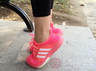 一般站到腿部稍有酸软即可,每天可以练习两三次