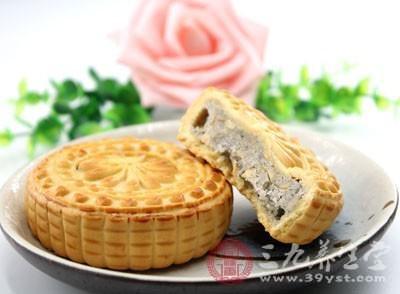 但是,制作出来的月饼大多是用食品袋直接包装,然后出售