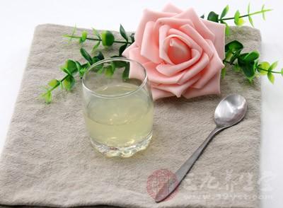 蜂蜜柠檬水的功效 怎么做蜂蜜柠檬水