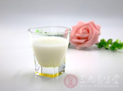 牛奶和鸡蛋能一起吃吗 牛奶搭配什么最好