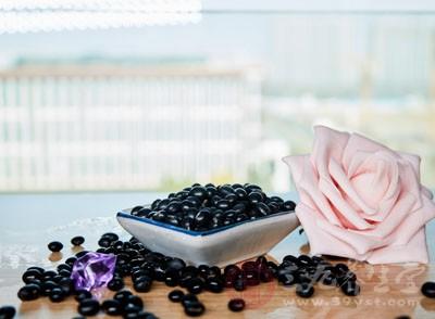 黑大豆中的蛋白质含量更高