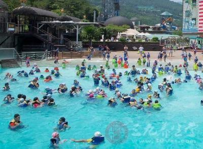 上海12家游泳场尿素超标 游泳要做好防护措施