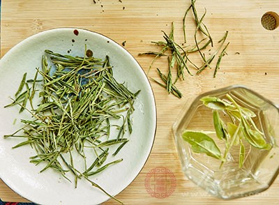 白茶的作用与功效 白茶特别适合上班族来喝