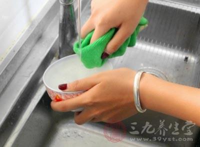 在厨房里的5个坏习惯 让家人天天吃细菌