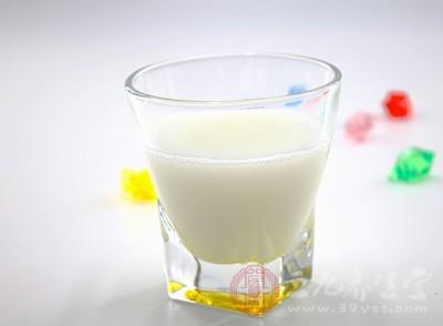 喝过期牛奶 广东男子昏迷数日脏器衰竭
