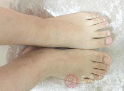 腿脚出现这些症状 小心是糖尿病足