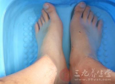 泡脚可以让脚部血管扩张