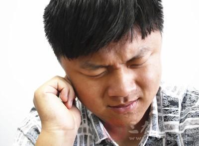 按摩耳朵时,耳朵变得潮红,相应的,耳朵温度会增加