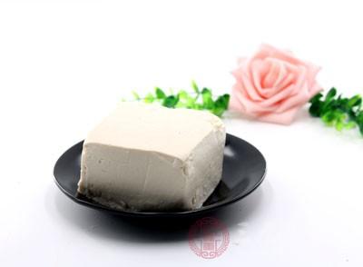 豆腐怎么做好吃 最佳搭档是鱼头炖豆腐