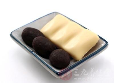 高热能食物(葡萄糖、蔗糖、巧克力等)可诱发肥胖