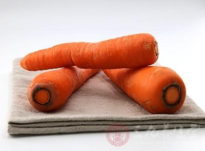"""胡萝卜含有胡萝卜素,能够抗氧化和美白皮肤,被称之为""""皮肤食品"""