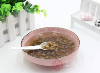 鸡汤、绿豆汤或者是鱼汤那个是产后或者流产后必须食用的汤