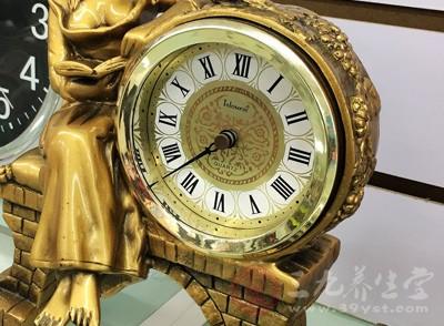 闹钟是我们日常生活中常用的东西