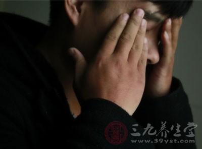 头部。湿气重,先反应的是头部,出现头昏脑涨,四肢沉重,连骨头、肌肉都是酸痛的