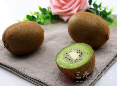 猕猴桃籽油具有辅助降低血脂、软化血管和延缓衰老等功效