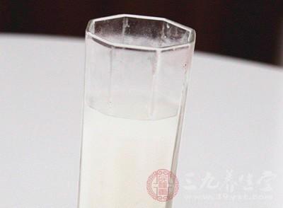 早上空腹喝牛奶的危害 注意事项