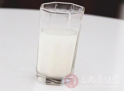 制做牛奶面膜方法 有何功效
