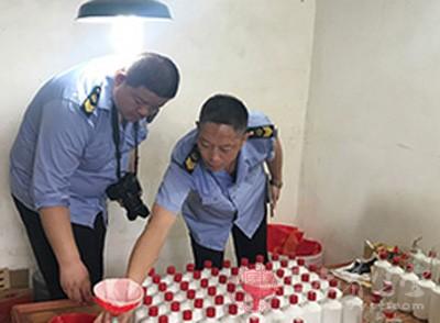 湘潭市食药监局凌晨出击连端多个假酒窝点