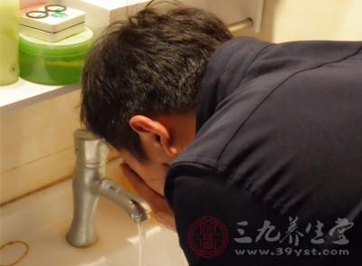 男士洁面乳使用方法 原来洗脸也有这么多讲究