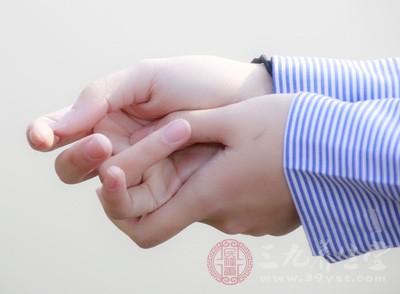 指甲上的月牙代表什么 月牙痕竟暗示五脏健康