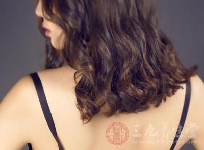 油性发质很尴尬 五大方法缓解头发出油