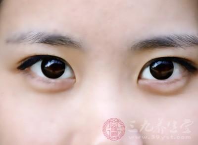 眼袋是怎形成的 六种方法让眼袋消失不见