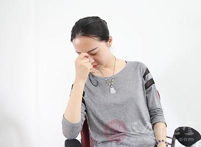 一般的表现为头痛发热