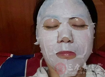 脸上毛孔粗大怎么办 预防毛孔粗大的小妙招