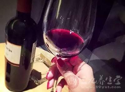 葡萄酒的功效与作用 喝葡萄酒竟有那么多的好处