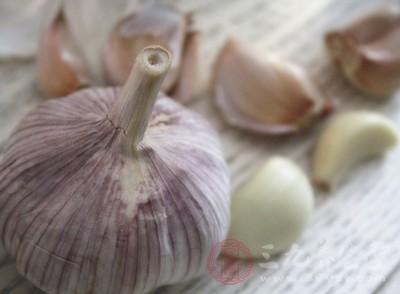 大蒜里面含有一些维生素A、维生素C等