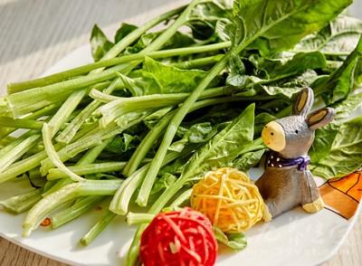 而绿叶蔬菜中的菠菜好处还不止于此