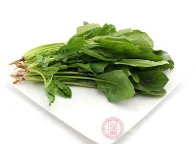 。研究显示,菠菜、苋菜等蔬菜,只需沸水焯一下就可以去除40%~70%的草酸