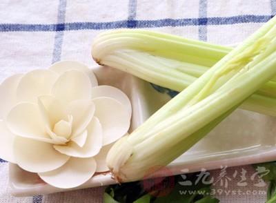 芹菜中含有大量的粗纤维