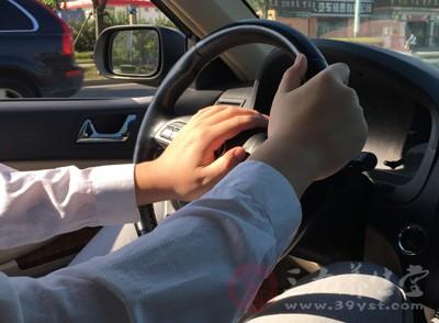 汽车驾驶员长期处于坐位和颠簸状态,易诱发椎间盘突出