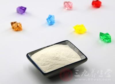 盾力加牛初乳粉的外包装上写着食用量为每日一次,每次一袋