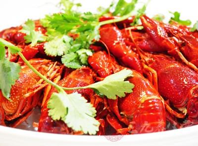 50多岁的陈先生是灵昆人,平时爱吃海鲜