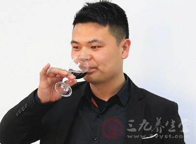 在喝酒的时候也是比较容易体现出现来肝不好的情况发生的