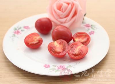故应多吃新鲜蔬菜和水果,如番茄