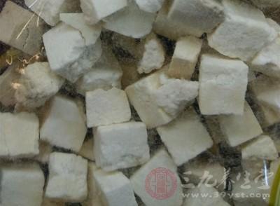 五苓散,是五味中药,其中包括:桂枝、泽泻、白术、茯苓、猪苓