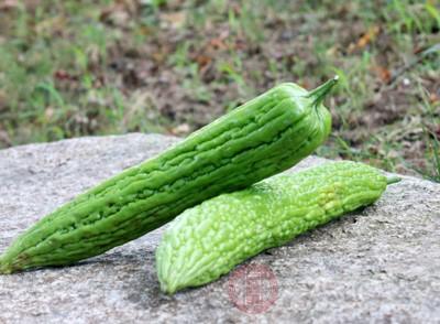苦瓜含有蛋白质、脂肪、钙、磷、铁、胡萝卜素