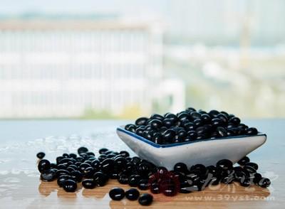 还可以用黑豆、红糖等熬制成粥的