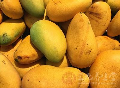 芒果与菠萝同食易过敏,因为芒果、菠萝本身就含有易引起皮肤过敏反应的化学成分