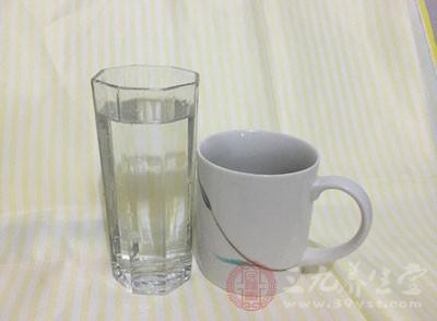 补钙时要多喝水